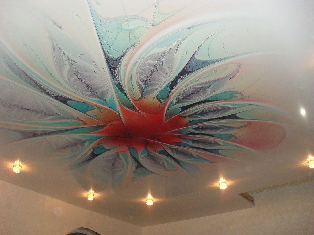 Натяжной потолок с абстракцией фото